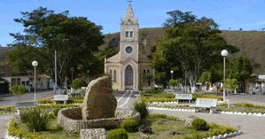 Igreja Matriz e área central de Vargem Bonita.   Foto: Maurício Ribeiro